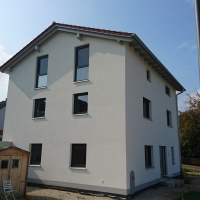 Kniestock-EFH mit Eingang Keller Litzendorf